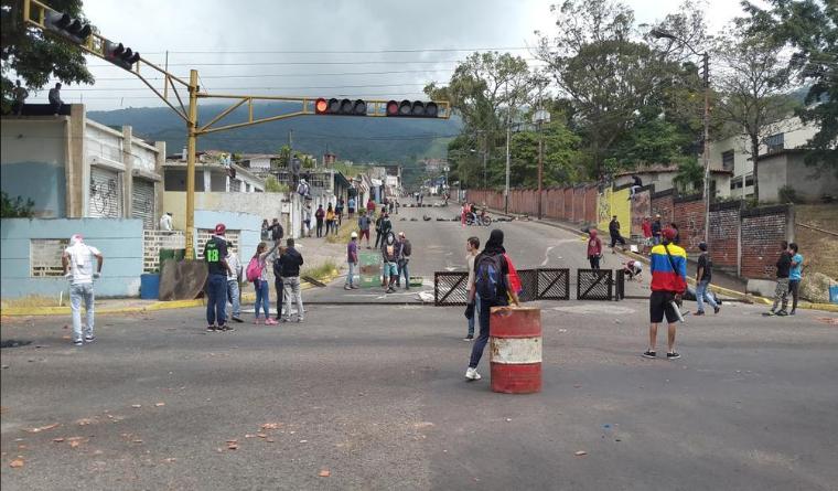 Detienen estudiantes que salen a protestar este 12F Día de la juventud