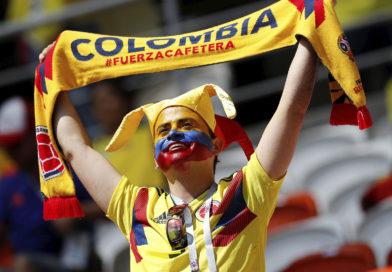 COLOMBIA CELEBRA QUE SIGUE EN EL MUNDIAL