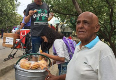 VENDER PASTELES DE ARROZ EN LA FRONTERA LE SALVÓ DEL HAMBRE A JOSÉ RAMÓN