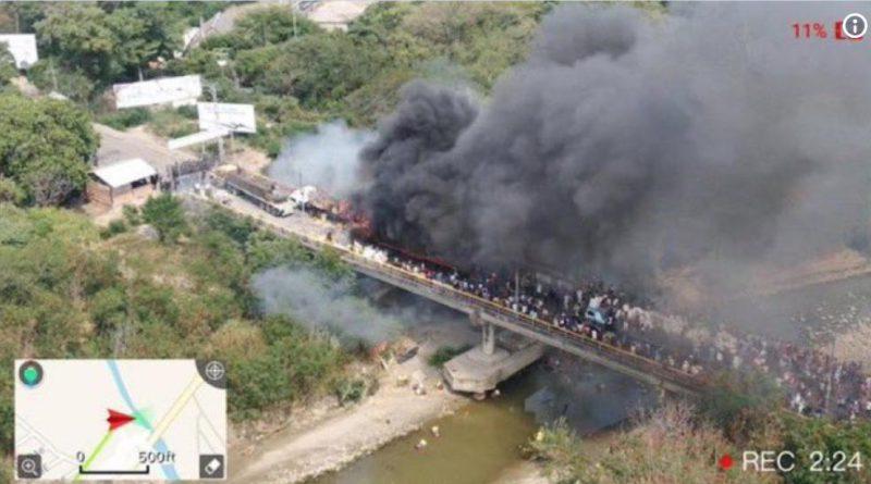 QUEMAN GANDOLA CON AYUDA HUMANITARIA QUE INTENTABA PASAR DE  COLOMBIA A VENEZUELA